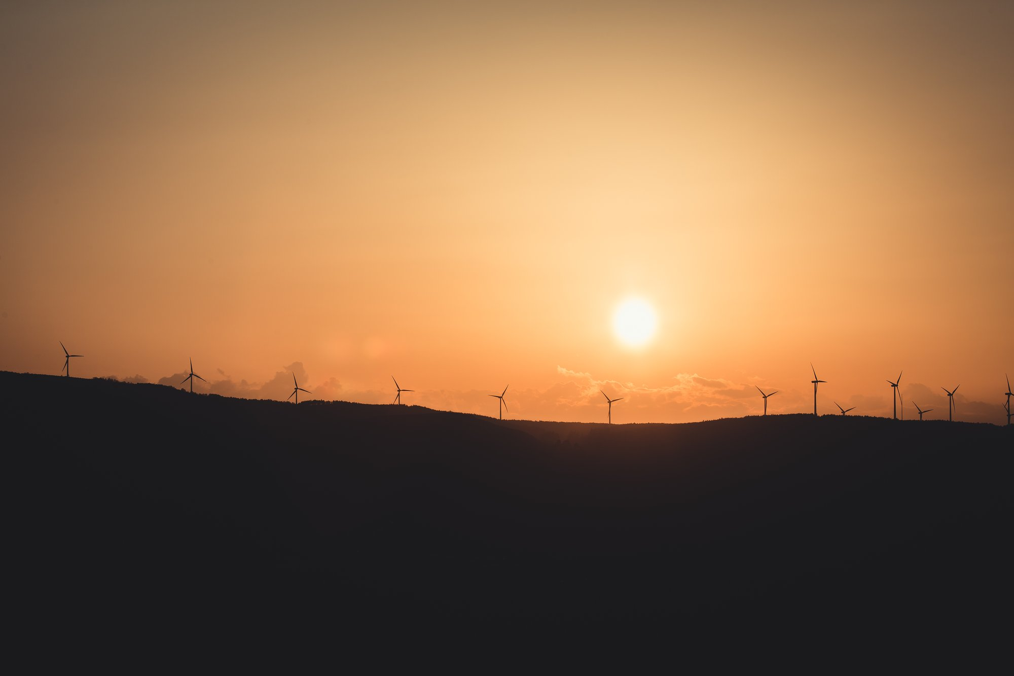 hazy sunset silhouettes landscape with windmills 朦胧的日落剪影带风车的风景