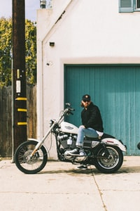 man in black jacket riding on motorcycle 骑摩托车穿黑夹克的男子
